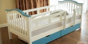 """Ліжко дитяче """"Максим"""" Ral 9003/5024 - меблі з дерева в дитячу та спальню від фабрики Venger"""